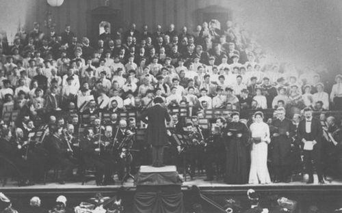 図2:ベートーヴェン《第九》を指揮するマーラー(ストラスブール、1905)